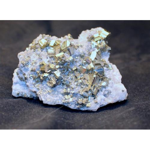 минерал Пирит на кварце 6.5х5х3 см