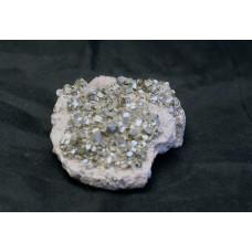 минерал Пирит на кварце 7х5х3 см
