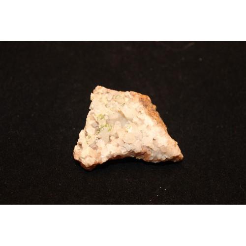 минерал Пироморфит на кварце 2х5х4 см