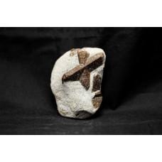 минерал Ставролит 5х7.5х3 см
