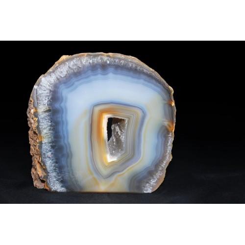 минерал Агат с кварцевой жеодой и внешним слоем кварца(срез) 2.2х11х11 см